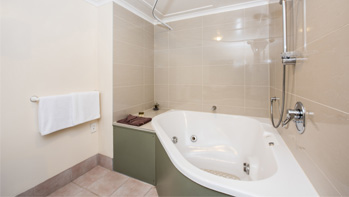 One Bedroom Spa Bath Unit