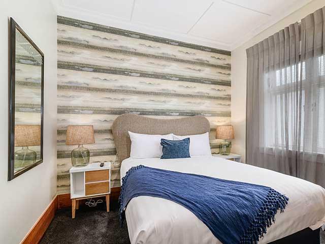 superior queen room suite
