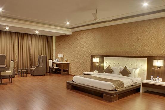 Hotel Lake View Saputara
