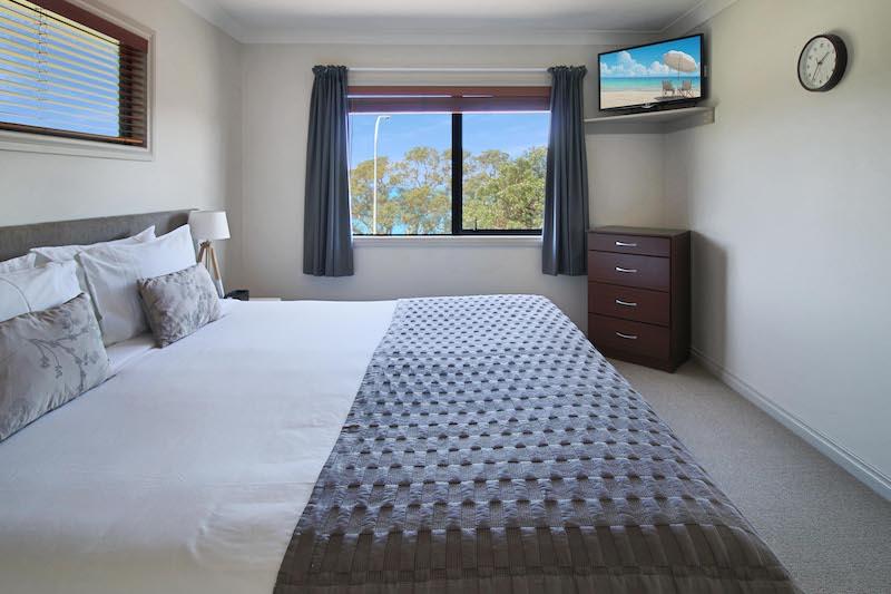 Executive One Bedroom Spa Bath Suite at Whangaparaoa Lodge
