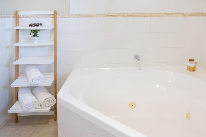 Romantic Getaway Spa Bath at Whangaparaoa Lodge