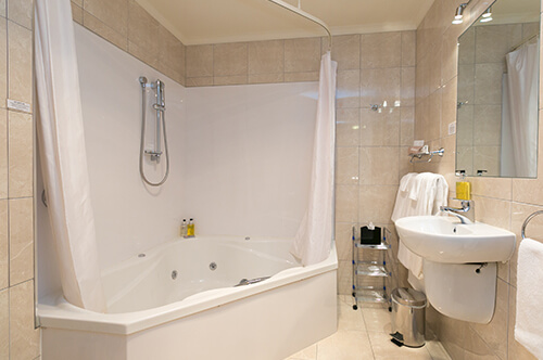 Family Spa & Shower Suite ground floor (sleeps 6)