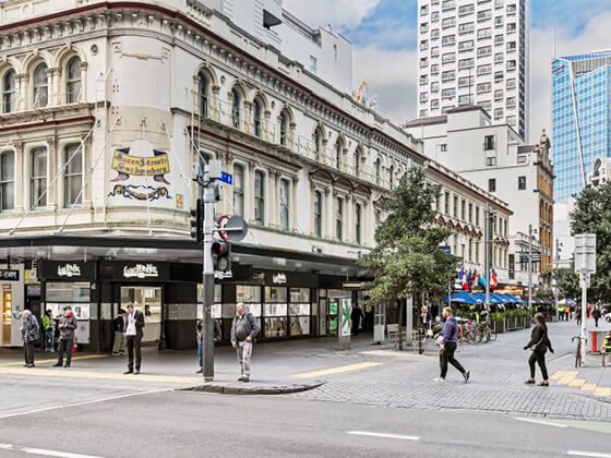 About Queen St. Backpackers